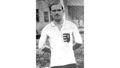 Ezen a napon hunyt el Schlosser Imre, a legendás Slózi
